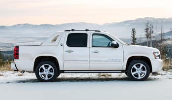 chevrolet avalanche или ford f150