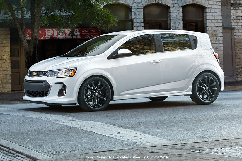 comparing high quality chevy models sonic vs cruze. Black Bedroom Furniture Sets. Home Design Ideas