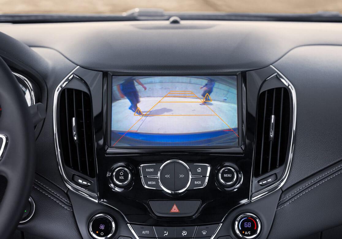 rearview camera display in Chevrolet Cruze Hatchback