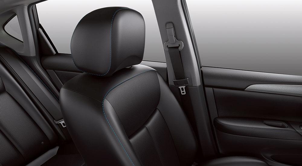 2016 Nissan Sentra interior