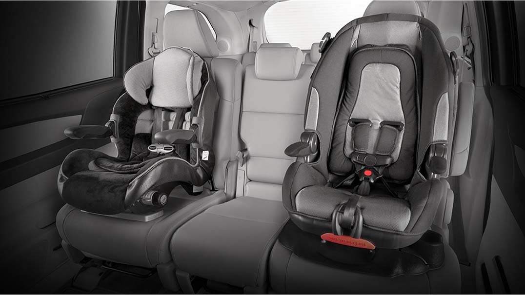 Carseats latched into backseat of 2017 Honda Odyssey