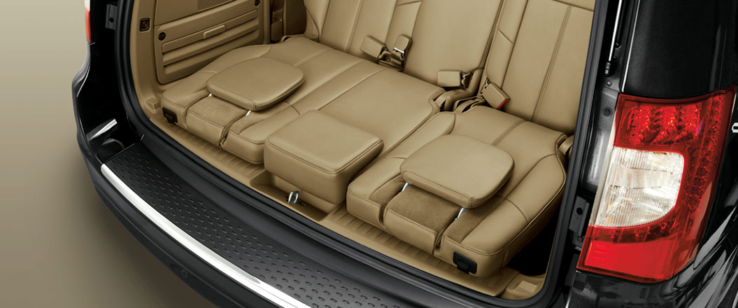 2016 Chrysler Town and Country interior space