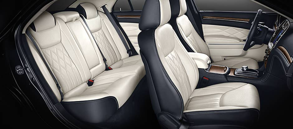 2016 Chrysler 300 interior seating
