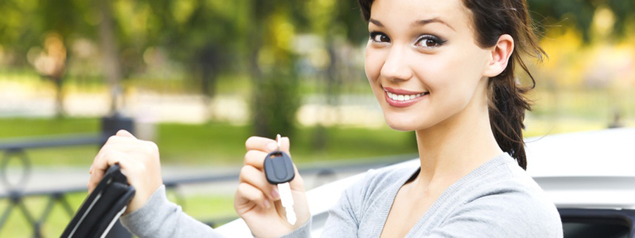 girl showing the car key