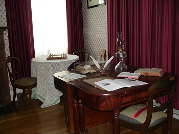 stowe-house-desk-table