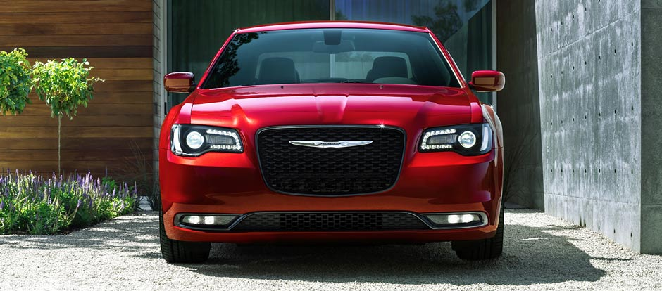 2016 Chrysler 300 front exterior up close