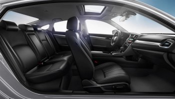 2016 Honda Civic interior side view