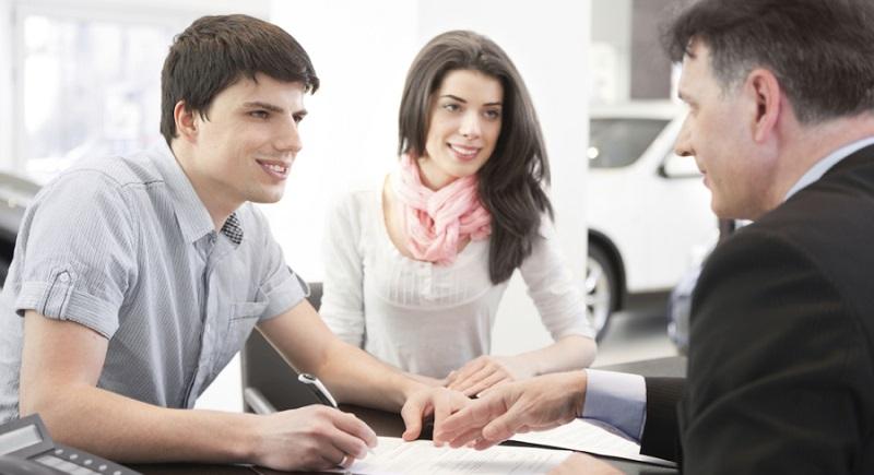 Signing-Warranty-Used-Car-Dealerships-in-Rhode-Island