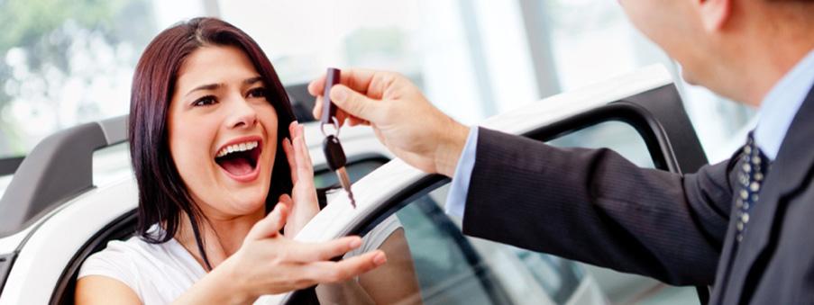 Salesman handling keys to a woman