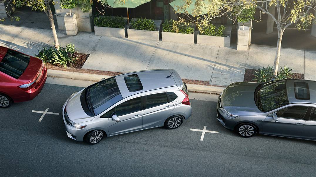 2016 Honda Fit parking