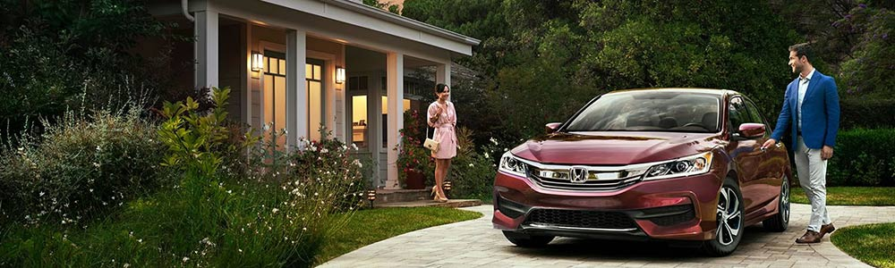 Exceptional 2017 Honda Accord In Driveway