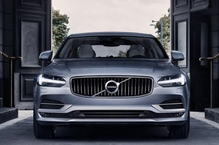 2017 Volvo S90 exterior