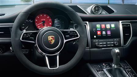 Apple CarPlay in the 2017 Porsche Macan GTS