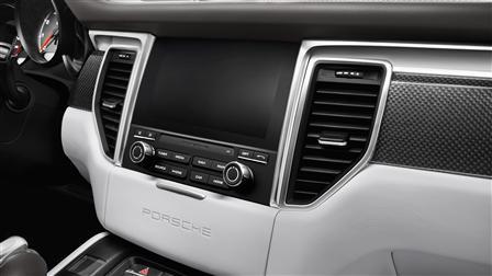 2017 Porsche Macan Turbo technology features